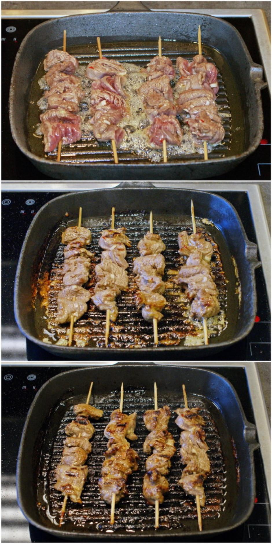 Tos cep uz pannas apmēram 5 minūtes (vai kamēr gaļa gatava),...