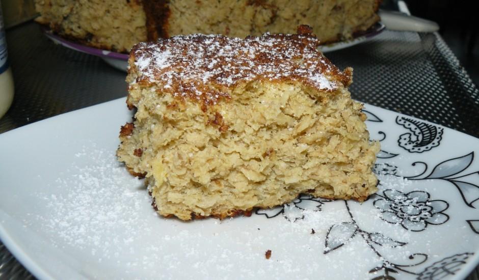 Rabarberu un auzu pārslu kūka