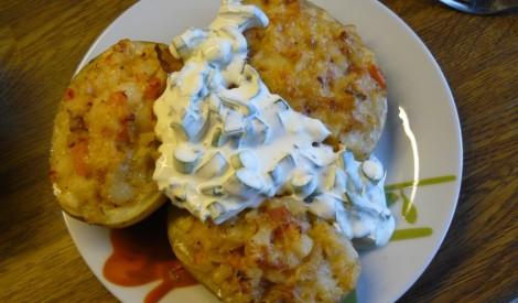 Krāsnī cepti kartupeļi ar šķiņķi un sieru