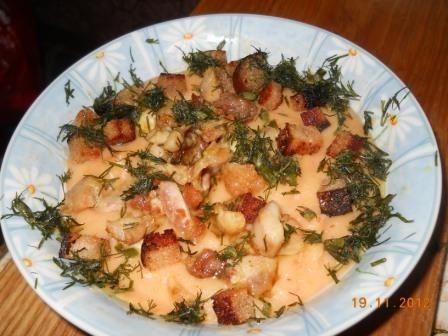 Pikantā dārzeņu biezzupa ar vistas kraukšķiem