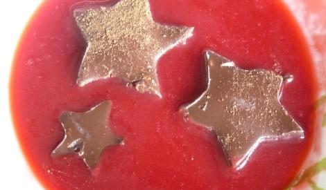 Trifeļu zvaigznītes aveņu mērcē