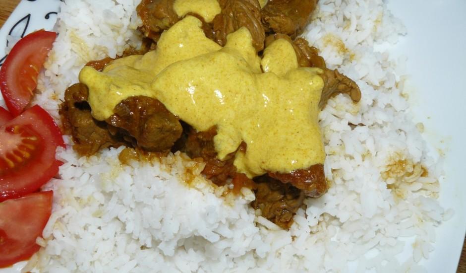 Liellopa gaļa ar kariju indiešu gaumē