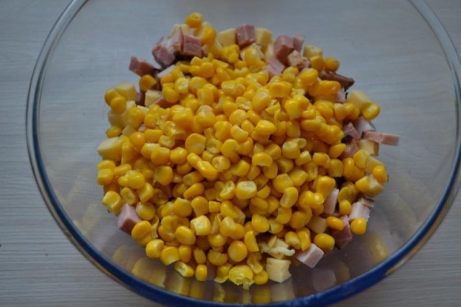 Pieber kukurūzu.