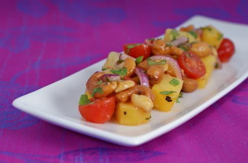 Salāti indiešu gaumē ar kartupeļiem
