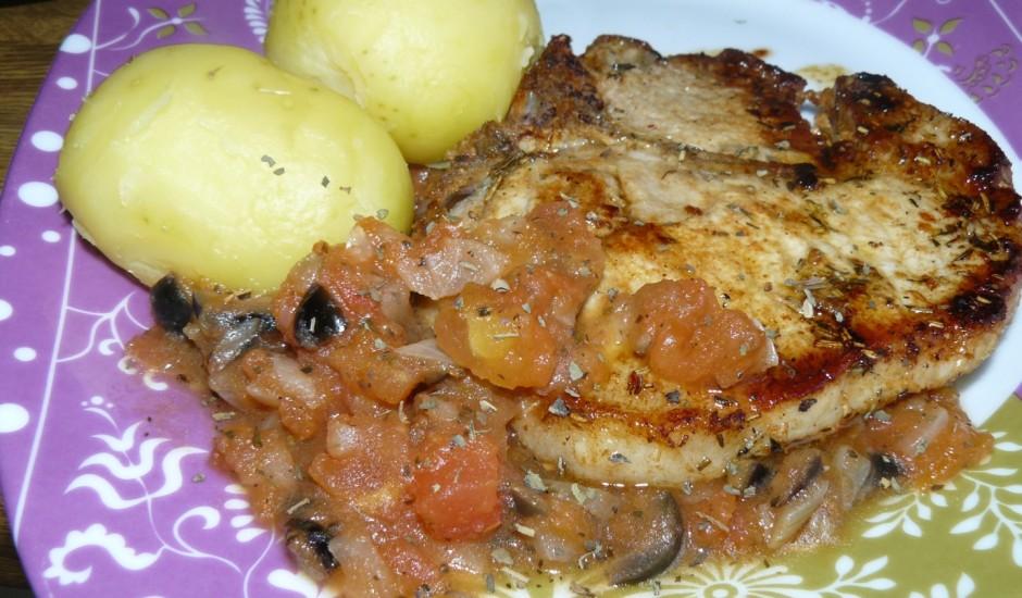 Cūkgaļas šķēlītes garšaugu (tomātu, olīvu, bazilika, timiāna) marinādē