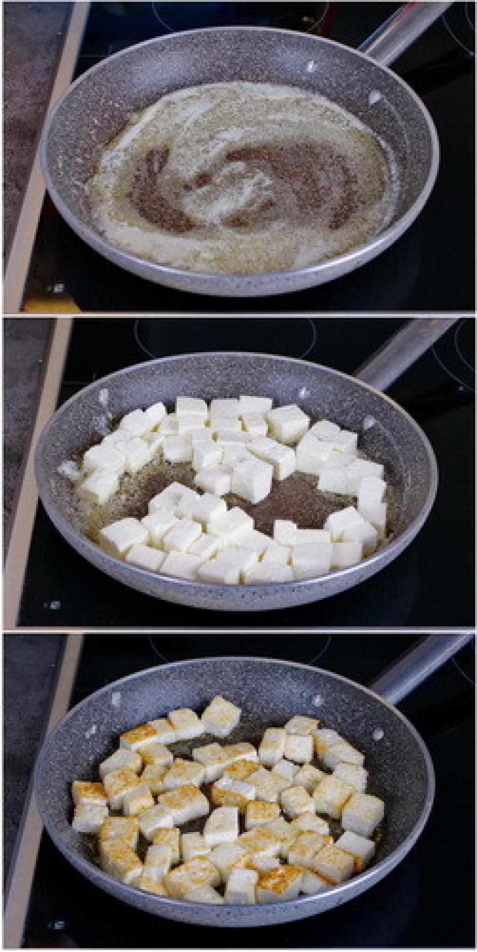 Sviestā apcep siera kubiņus no visām pusēm, lai tam izveidot...