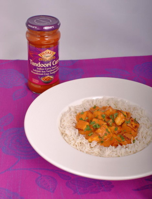 Pasniedziet siltu kopā ar basmati rīsiem.