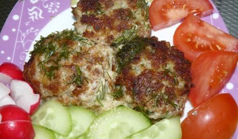 Rīvētu kartupeļu un gaļas kotletes