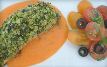 Laša un tomātu salāti ar zaļumu garoziņu
