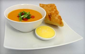 Aromātiska taizemes dārzeņu zupa