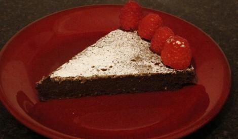 Mazkaloriju ātrā šokolādes kūka