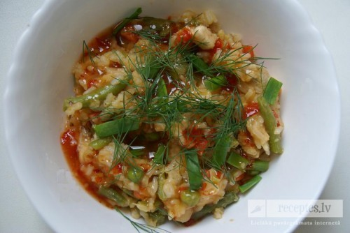 Saldskābā vista ar rīsiem un dārzeņiem