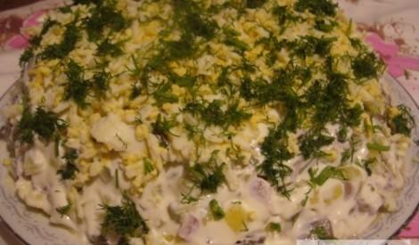 Kārtainie salāti ar sēnēm