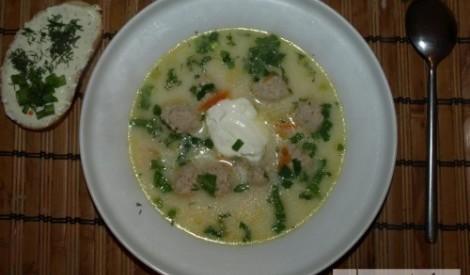Frikadeļu siera zupa