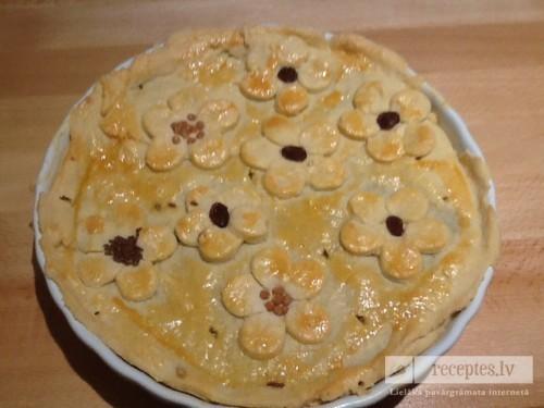 Ābolu-bumbieru pīrāgs
