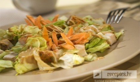 Salāti ar kūpinātu vistas krūtiņu