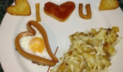 Frī kartupeļi ar olu un cīsiņu