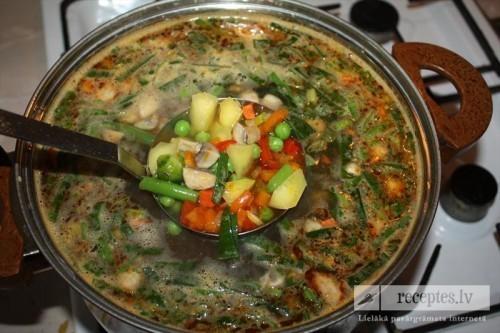 Dārzeņu zupa ar šampinjoniem, papriku un puravu