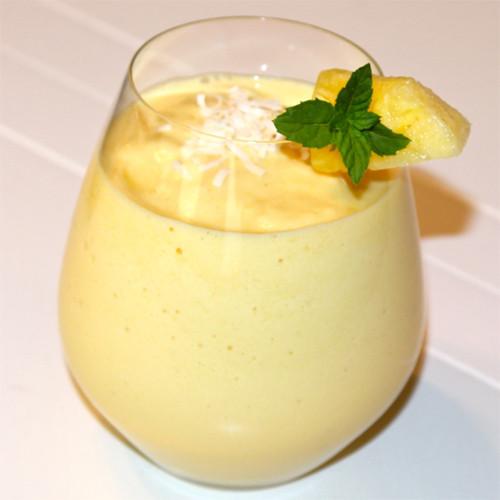 Ananasu sulas, medus un saldējuma kokteilis