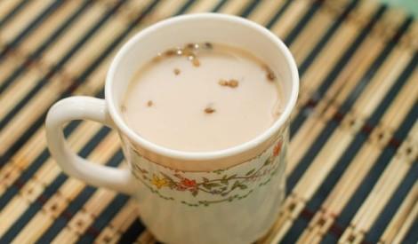 Ķimeņu tēja jaunajām māmiņām