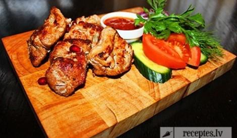 Receptes.lv aicina piknikā – grilēsim gaļu!