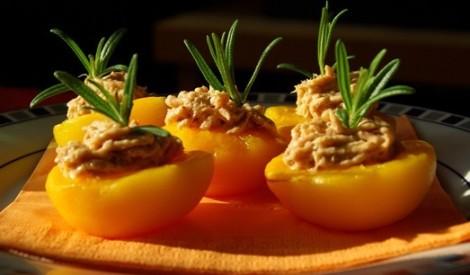 Pildīti persiki