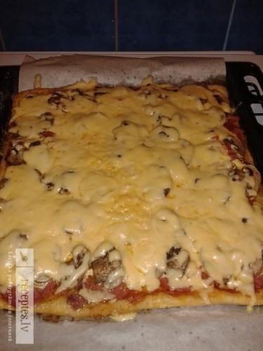 Ātri pagatavojamā pica