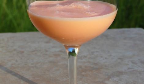 Dzēriens meiteņu vakaram pie augļu uzkodām