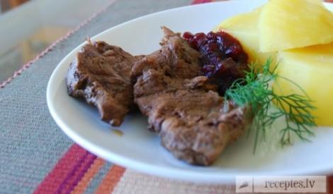 Liellopu gaļa ar ananāsiem