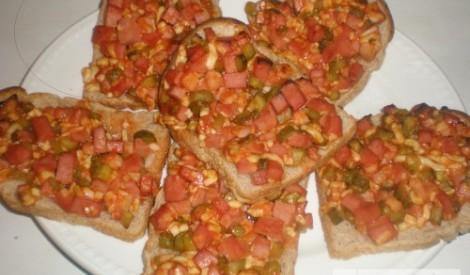 Karstmaizītes ar marinētiem gurķiem