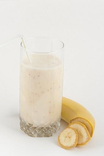 Banānu-kefīra kokteilis