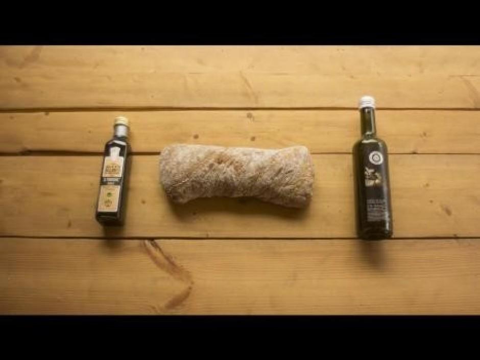 Maizi sagriež vai ar pirkstiem saplēš vidēja lieluma šķēlēs...