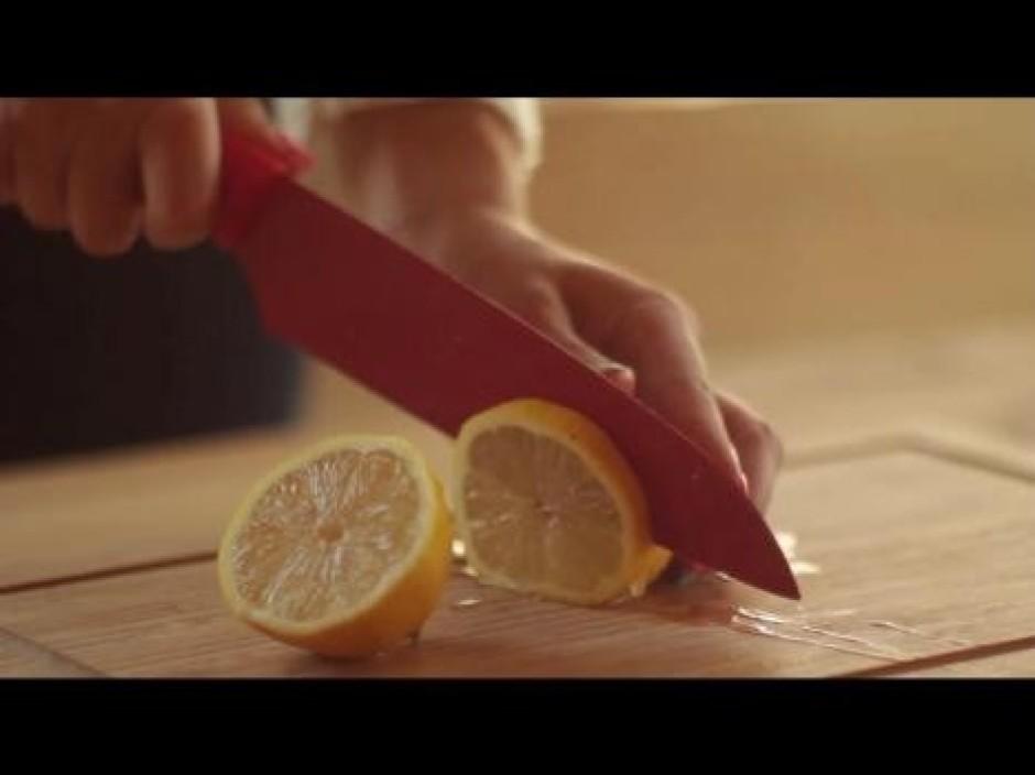 To pašu atkārto arī ar vienu šķēli citrona un līdzīgi kā no...