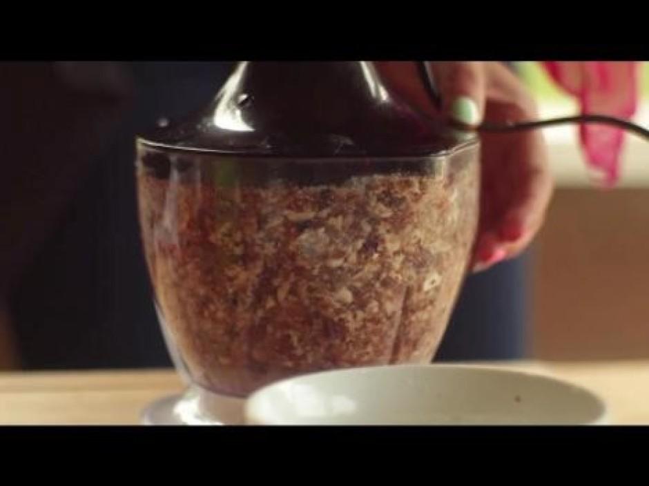 Reizē ar datelēm pievieno arī 1 ēd. k. vanilīna cukura un 2...
