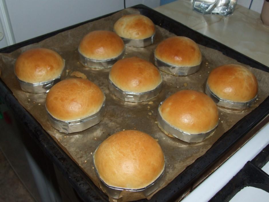 Apsmērētās maizītes cep ap 175 °C apmēram 20 - 30 minūtes lī...