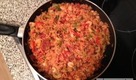 Spāņu rīsi ar garnelēm un shorizo