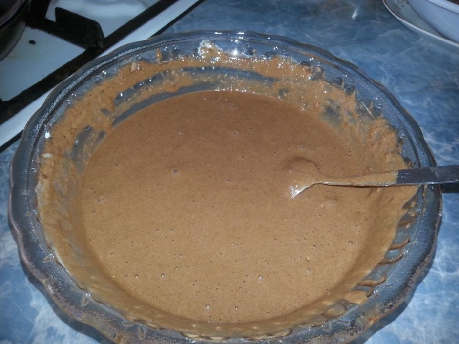 Kad masa uzbriedusi, iemaisa eļļu, sāli, cukuru, sodu un ola...