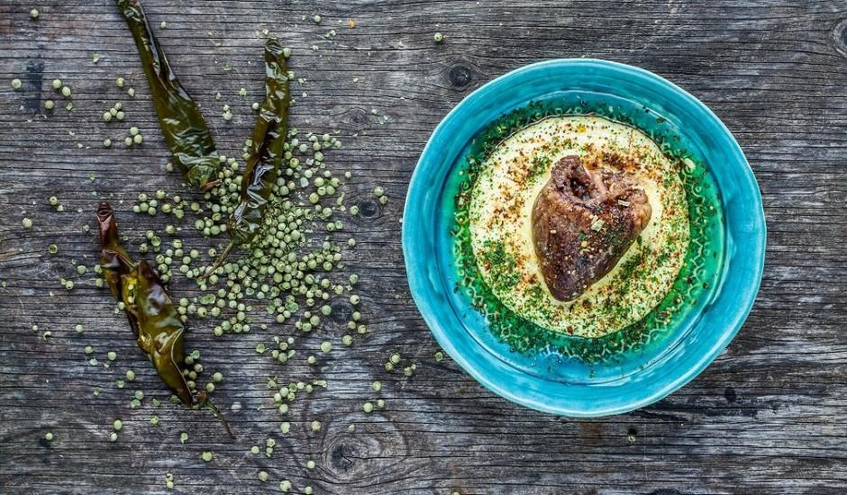 Liellopa gaļa un kukurūzas polenta ar zaļajiem pipariem