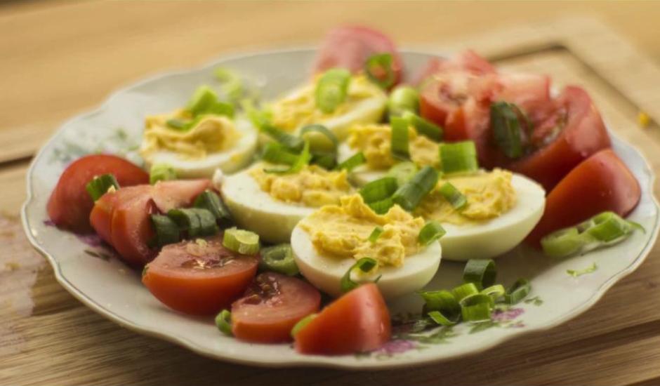 Pildītās brokastu olas