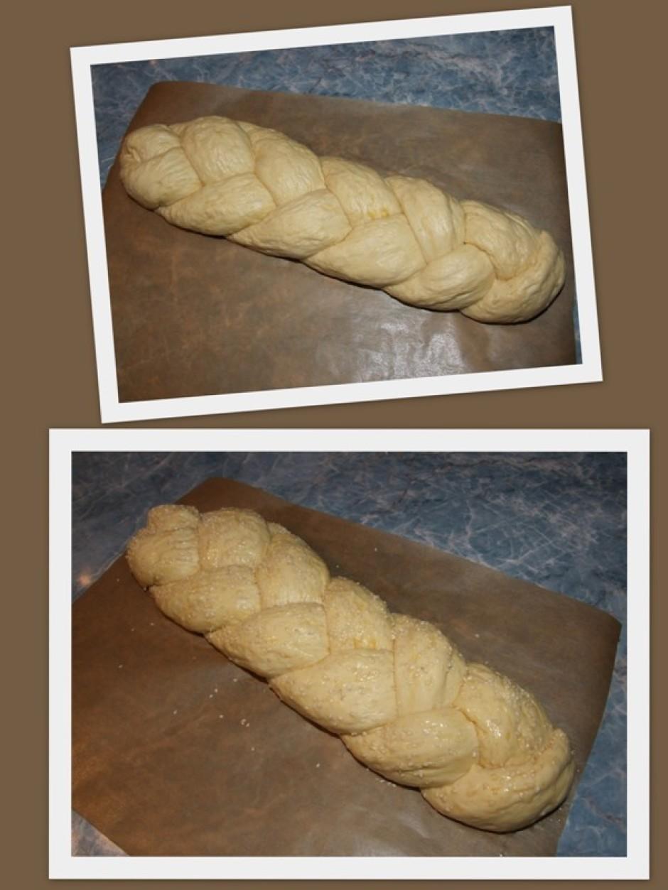 Gatavo mīklu liek uz cepamā papīra, izveido maizes formu, ap...