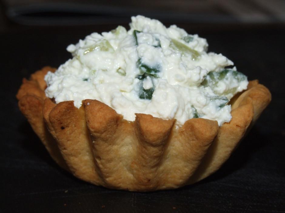 Un vēl pildījumā svaigi salāti. Biezpienam pievieno sagriezt...