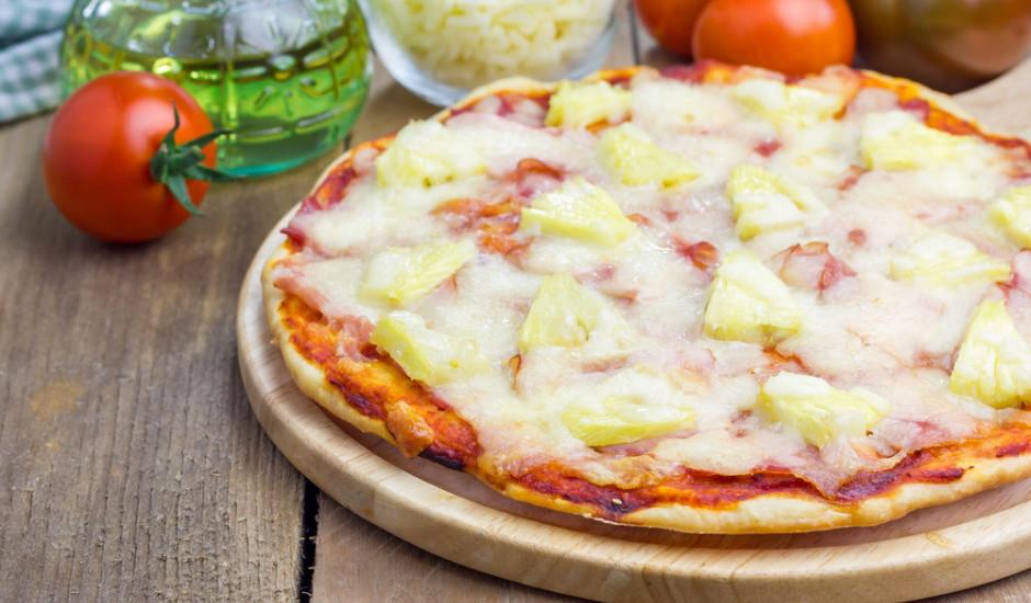Pica ar ananasiem un šķiņķi