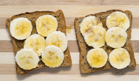 Karstās banānu tostermaizes ar medu