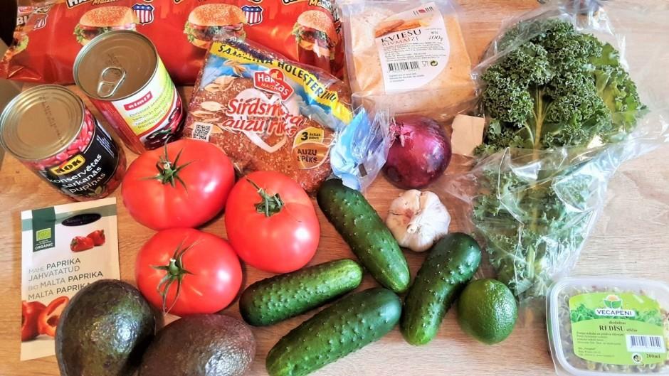 Vispirms pagatavo mērci/sviestu: avokado nomizo un sablender...