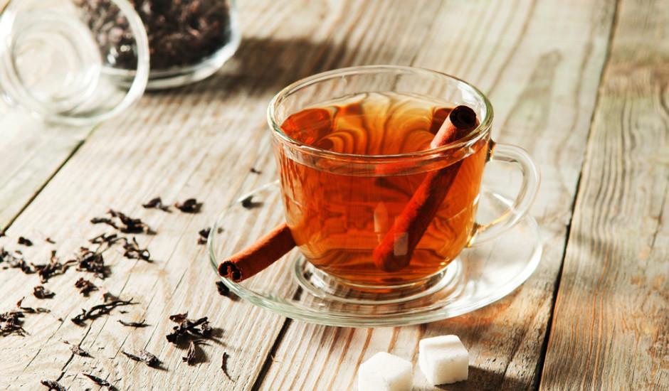 Melnā tēja ar ziemas garšu