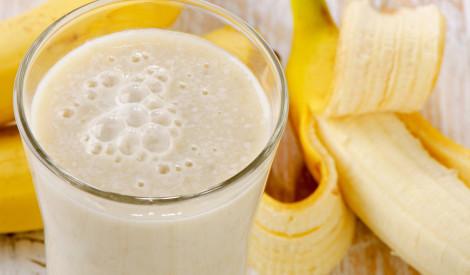 Banānu kokteilis ar kefīru