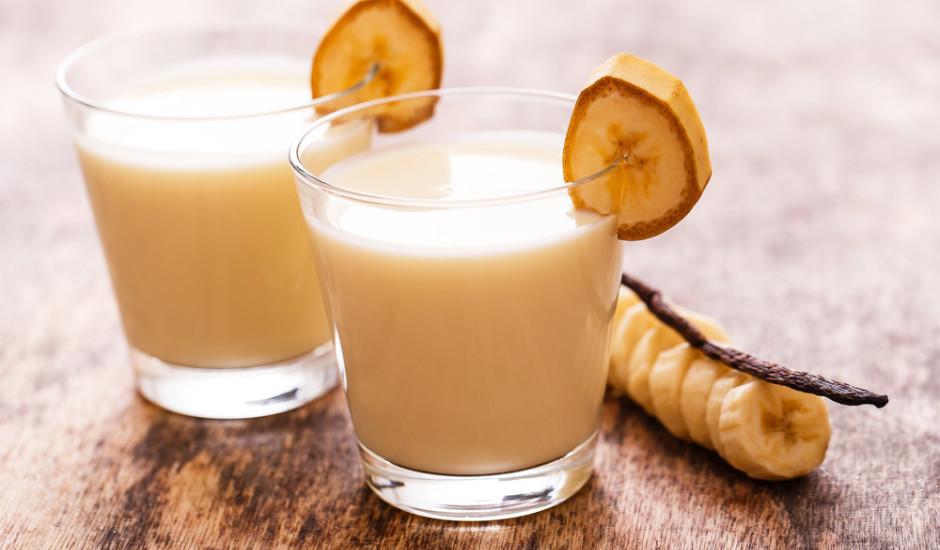 Banānu, piena kokteilis