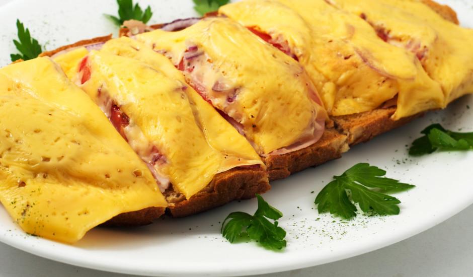 Karstmaizīte ar sīpolu, papriku un sieru