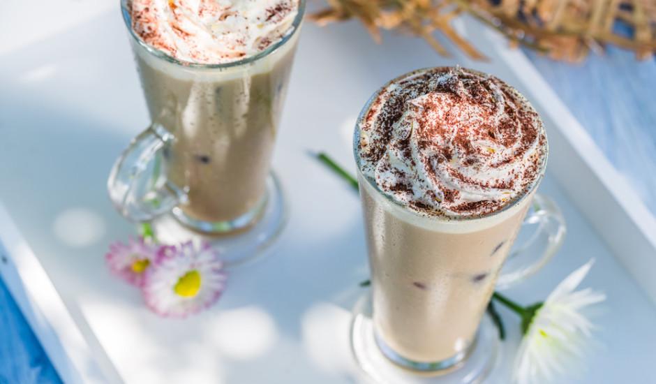 Uzputots kafijas piens
