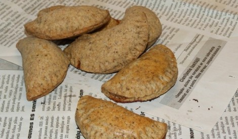 Smilšu mīklas pīrādziņi ar gaļu un ķirbi